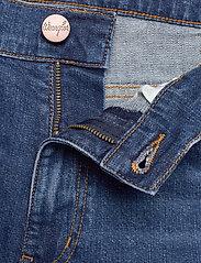 Wrangler - 5 POCKET SHORT - denim shorts - game on - 3