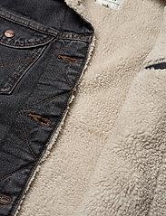 Wrangler - 124WJ SHERPA - jeansjackor - black 2 years - 4