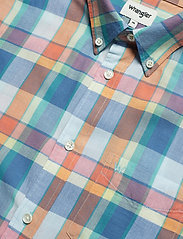 Wrangler - SS 1 PKT BUTTON DOWN - checkered shirts - tangerine - 3