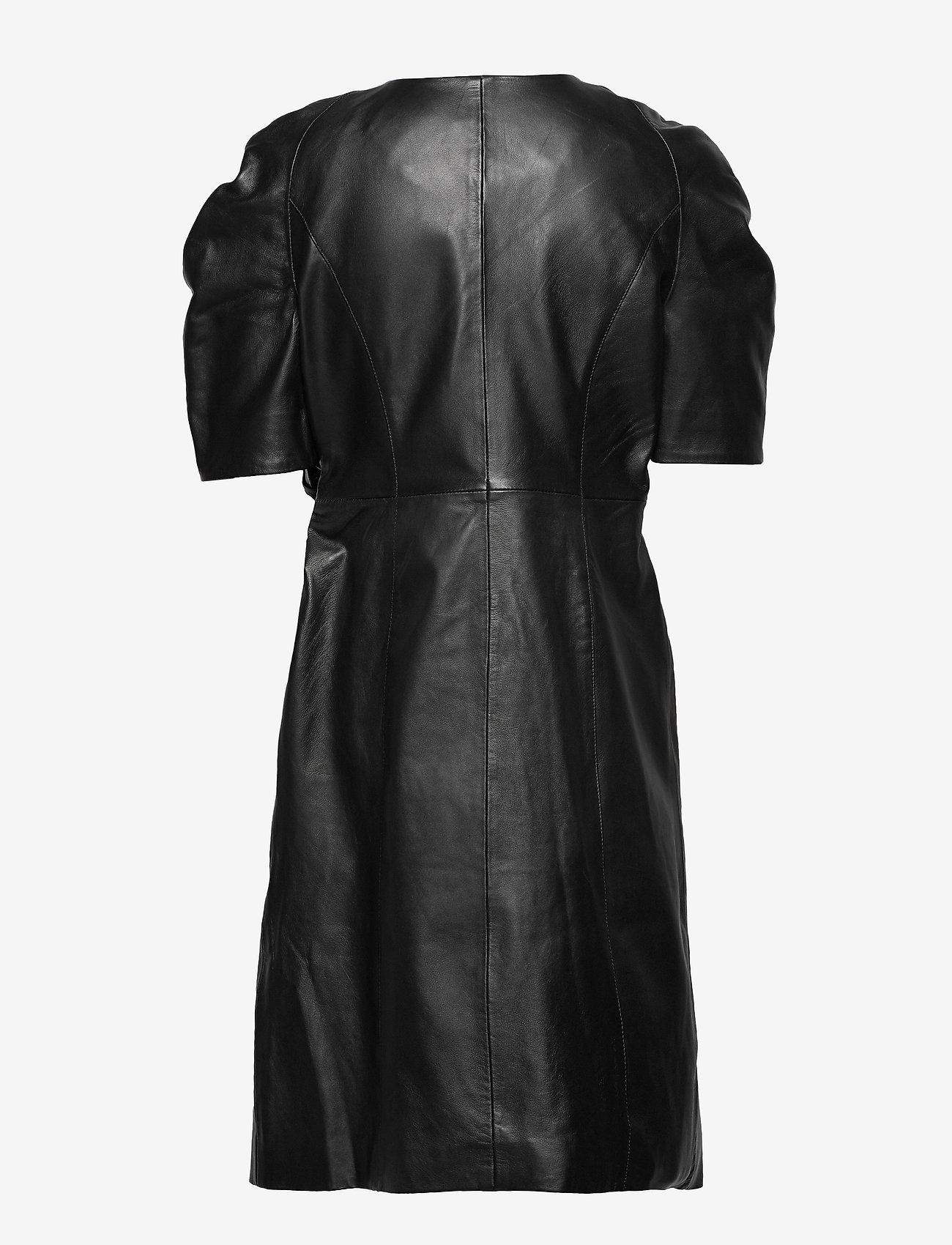 Yas Yassaima Ss Leather Dress Ft - Dresses
