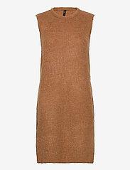 YAS - YASZAL LONG WAISTCOAT D2D - knitted vests - camel - 0