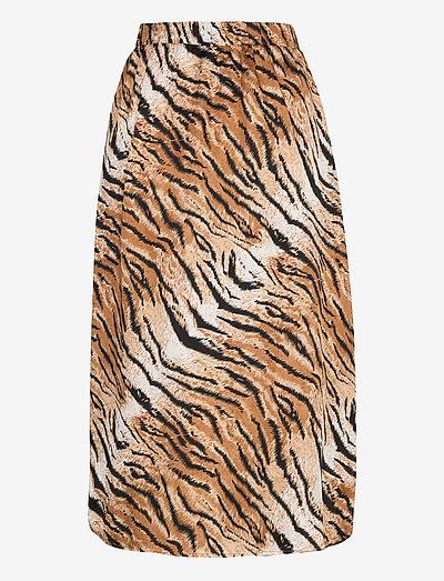 Yas Yastigero Hw Skirt Ft- Hameet Black