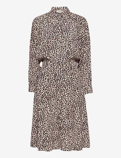 REVO LEO GEO DRESS - skjortekjoler - coral