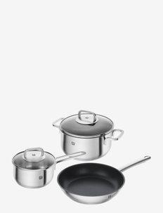 Pots and pans set - grytesett & kasserollesett - silver